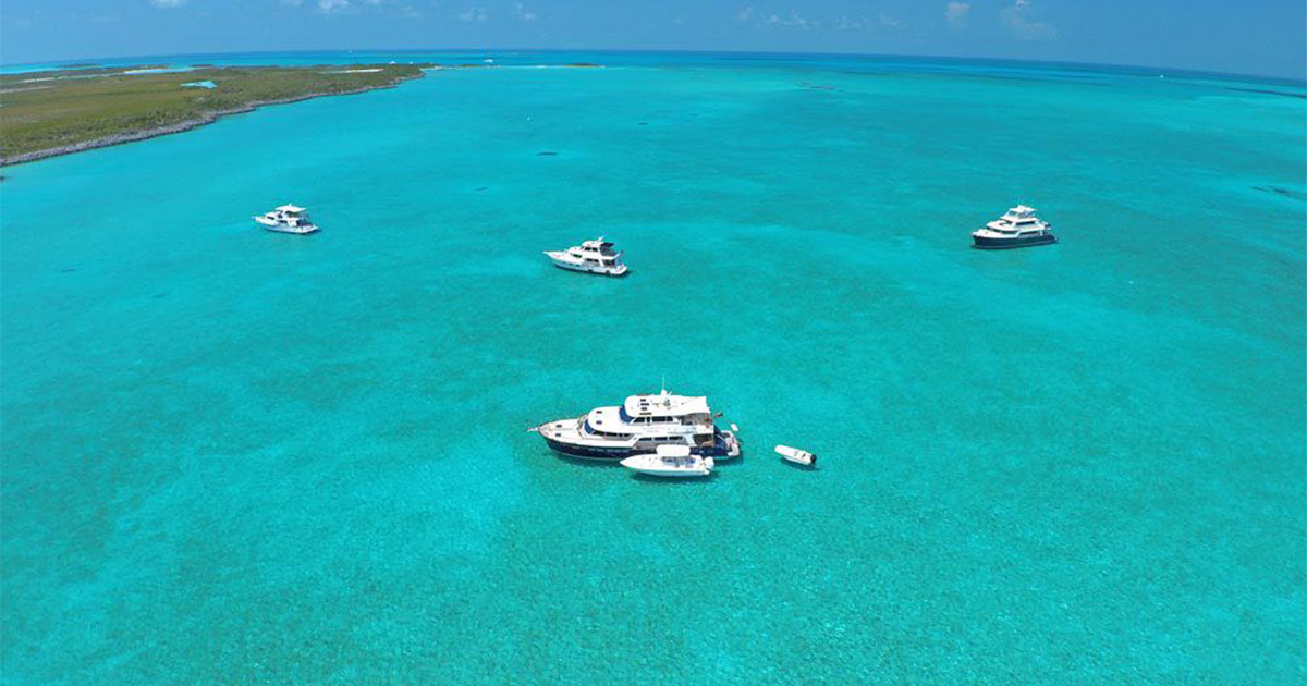 Bahamas – luxury boat trip OR travel by boat